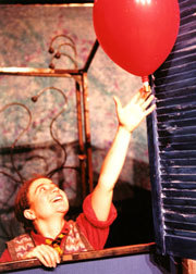 Letting_go_balloon